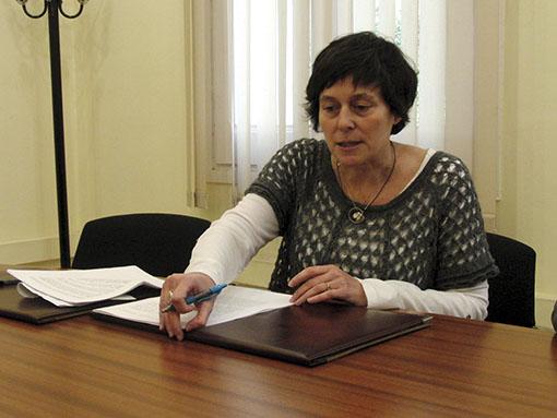 Pilar Castillejo explicant els canvis acceptats // DR
